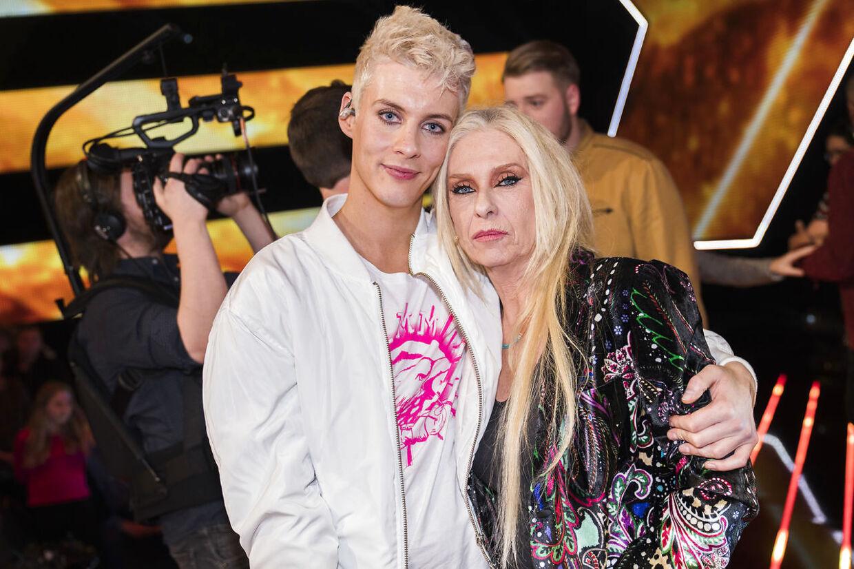 Sigmund og Sanne på scenen efter Sigmunds X Factor exit. X Factor 11, liveshow 6 i DR Byen fredag den 30. marts 2018. (foto: Martin Sylvest/Scanpix Ritzau 2018)