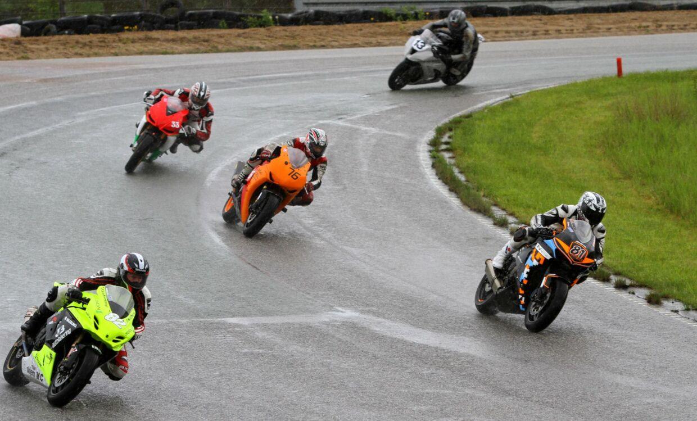 Road Racing er et motorcykelløb med høj hastighed på lukkede asfaltbaner. Arkivfoto.