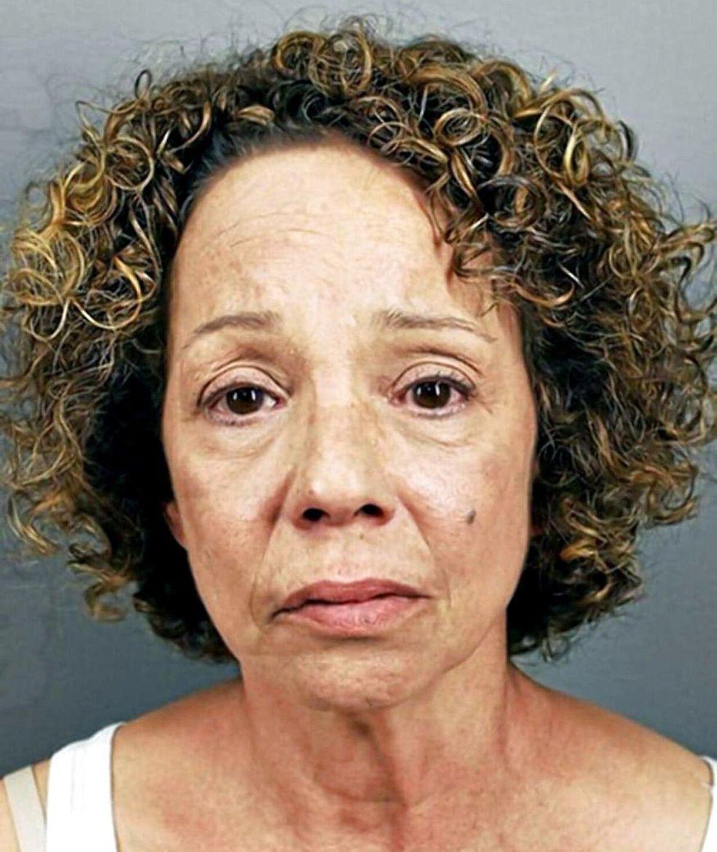 Mariah Careys søster Alison Carey, 59 år.