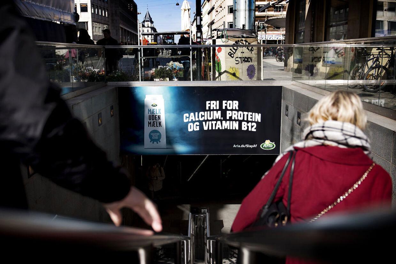 Arla vil i en ny kampagne 'Mælk uden mælk' stikke til de danskere, der ikke mener, at mælk er sundt for mennesker at drikke.
