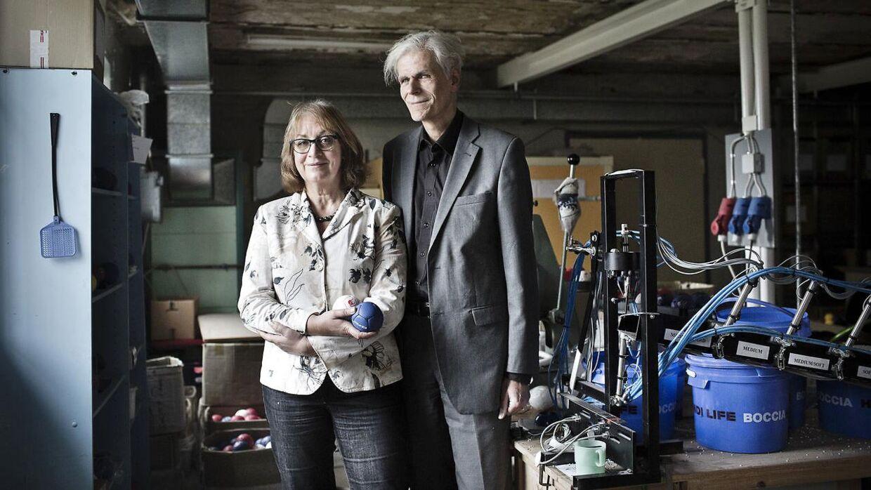 I 2013 mødte Berlingske Jens Bromann og Kirsten Hoffmann, som sammen driver Handi Life Sport i Skibby. De fremstiller sportsudstyr til handicappede og oplever enorm efterspørgsel. Udlandet river i ægteparret og deres produkter.