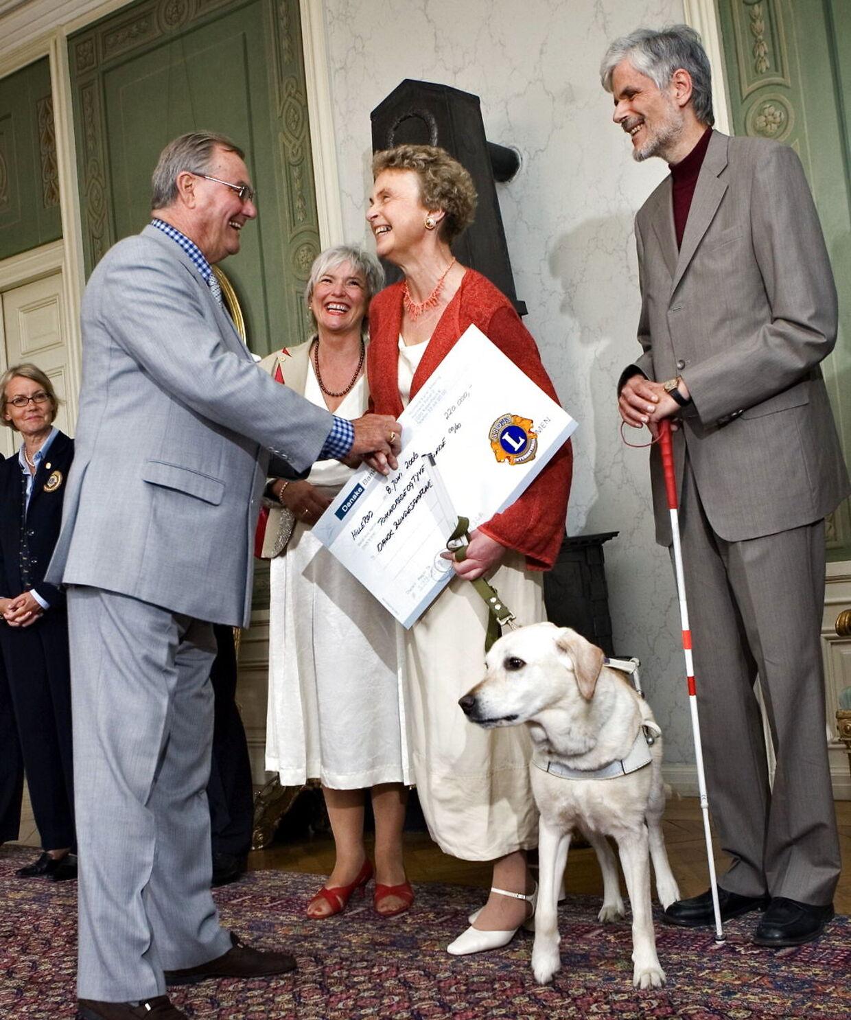 I 2006 mødte Jens Bromann Prins Henrik, der overrakte Lionsprisen til Dansk Blindesamfund, hvor Jens Bromann var formand.