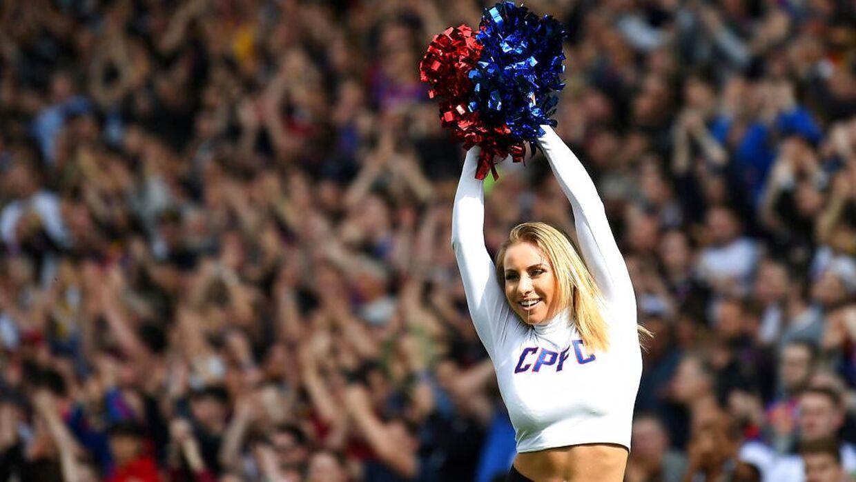 Crystal Palace er den eneste Premier League-klub, der har cheerleaders. Gruppen hedder Crystals, og på billedet her ses ikke Gemma Keen, men en af hendes kollegaer.