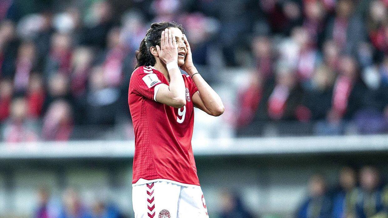 Danmarks Nadia Nadim efter en afbrænder i VM kvalifikationskampen mellem Danmark og Ukraine på Energi Viborg Arena, 9. april 2018.