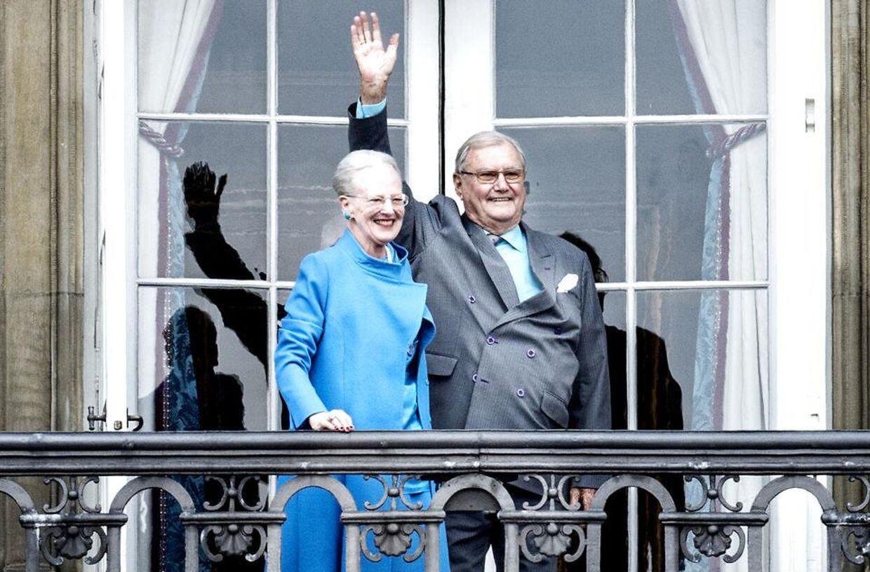 Også på sin fødselsdag i 2016 havde dronningen iklædt sig de turkise øreringe.