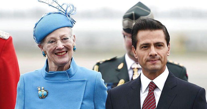 I 2016 bar dronningen både de turkise øreringe og brochen, da hun tog imod Mexicos præsident Enrique Peña Nieto-