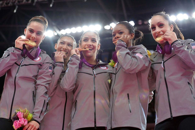 McKayla Maroney (tv.) var en del af den såkaldte 'Fierce Five', der vandt guld i holdisciplinen ved OL i 2012 - her er hun sammen med Kyla Ross, Alexandra Raisman, Gabrielle Douglas og Jordyn Wieber.