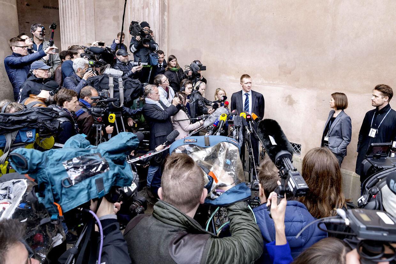 Anklager Jakob Buch-Jepsen holder pressebriefing foran Københavns Byret.