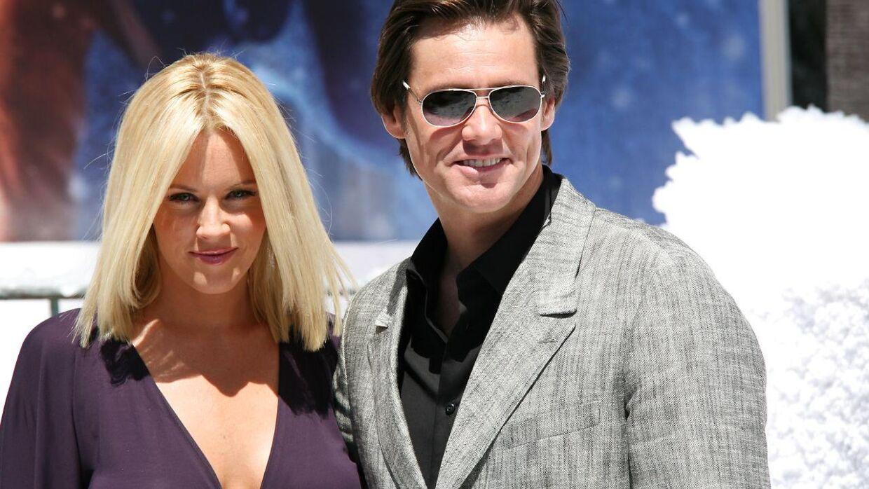 Modellen og skuespilleren Jenny McCarthy har i en årrække været et af anti-vaccine-bevægelsens mest markante talspersoner. Her ses hun i 2009 med sin daværende kæreste, Hollywood-stjernen Jim Carrey. (Arkivfoto/Scanpix)