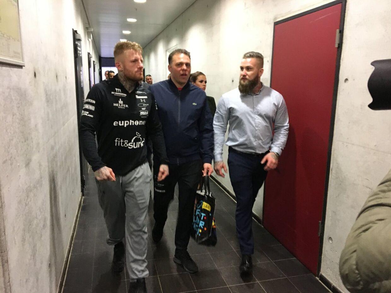 Patrick Nielsen forlader skuffet Baden Arena i Offenburg.