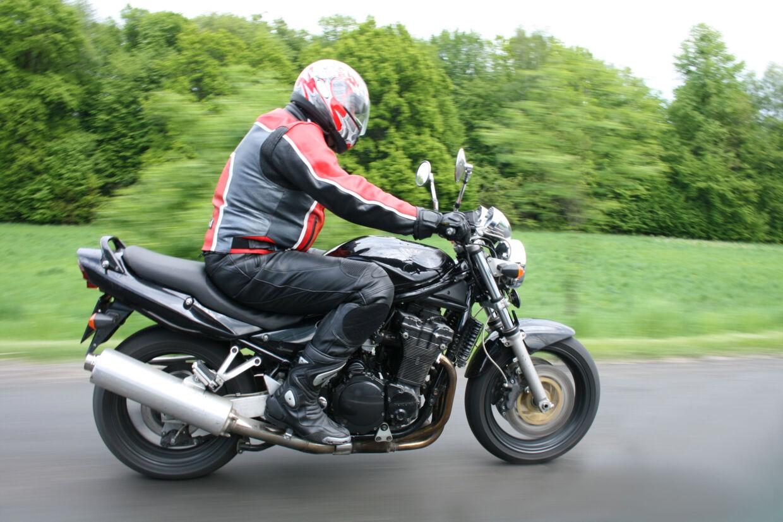 Det kræver en vis portion erfaring at køre på motorcykel, for det svarer til at have en bil med to bremser, mener Hugo Rasmussen fra Motorcykel Forhandler Foreningen. Free/Colourbox