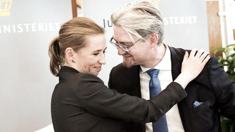 Mette Frederiksen og Søren Pind.