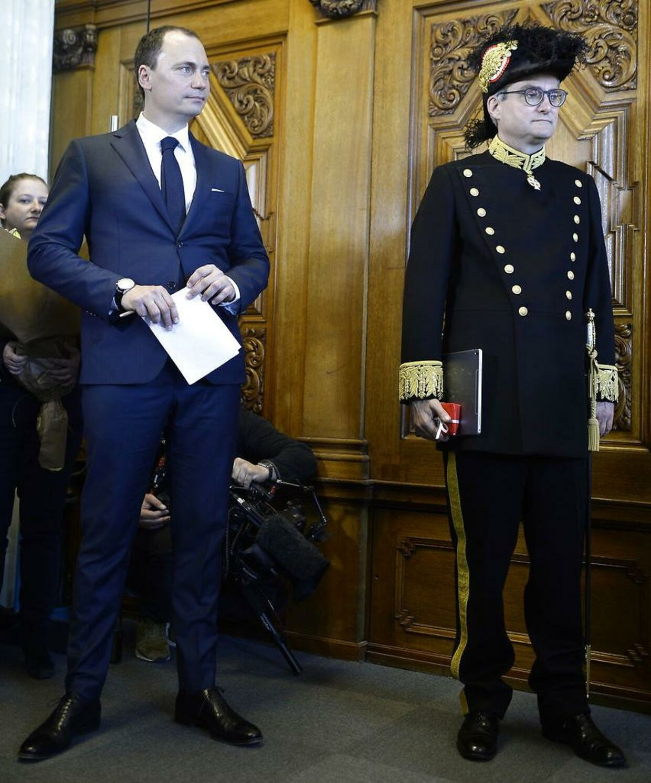 Tiltrædende minister Tommy Ahlers og afgående minister Søren Pind (V).