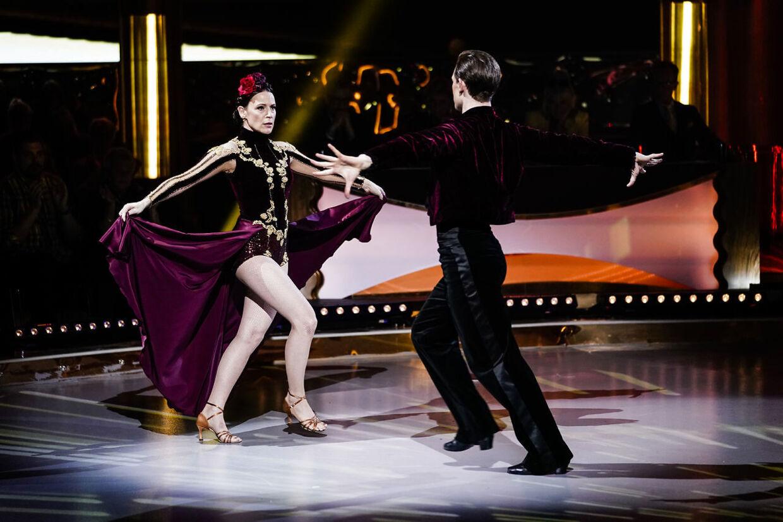 hvordan beskæftiger du dig med at danse en gift mand ulemper ved at danse en mand yngre end dig