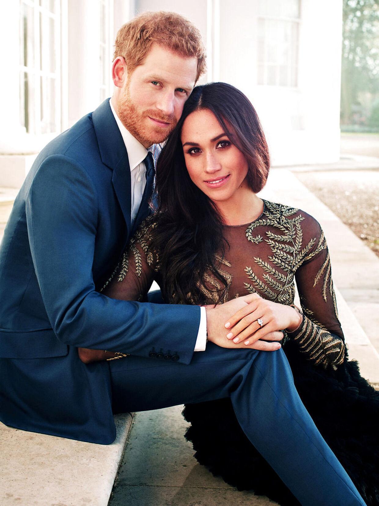 Det officielle forlovelsesfoto af det kommende brudepar.