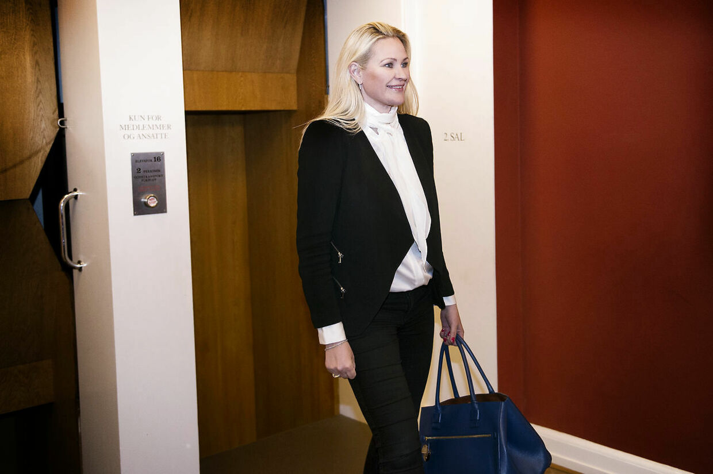 Britt Bager ankommer til Venstres gruppemøde torsdag den 3 maj 2018