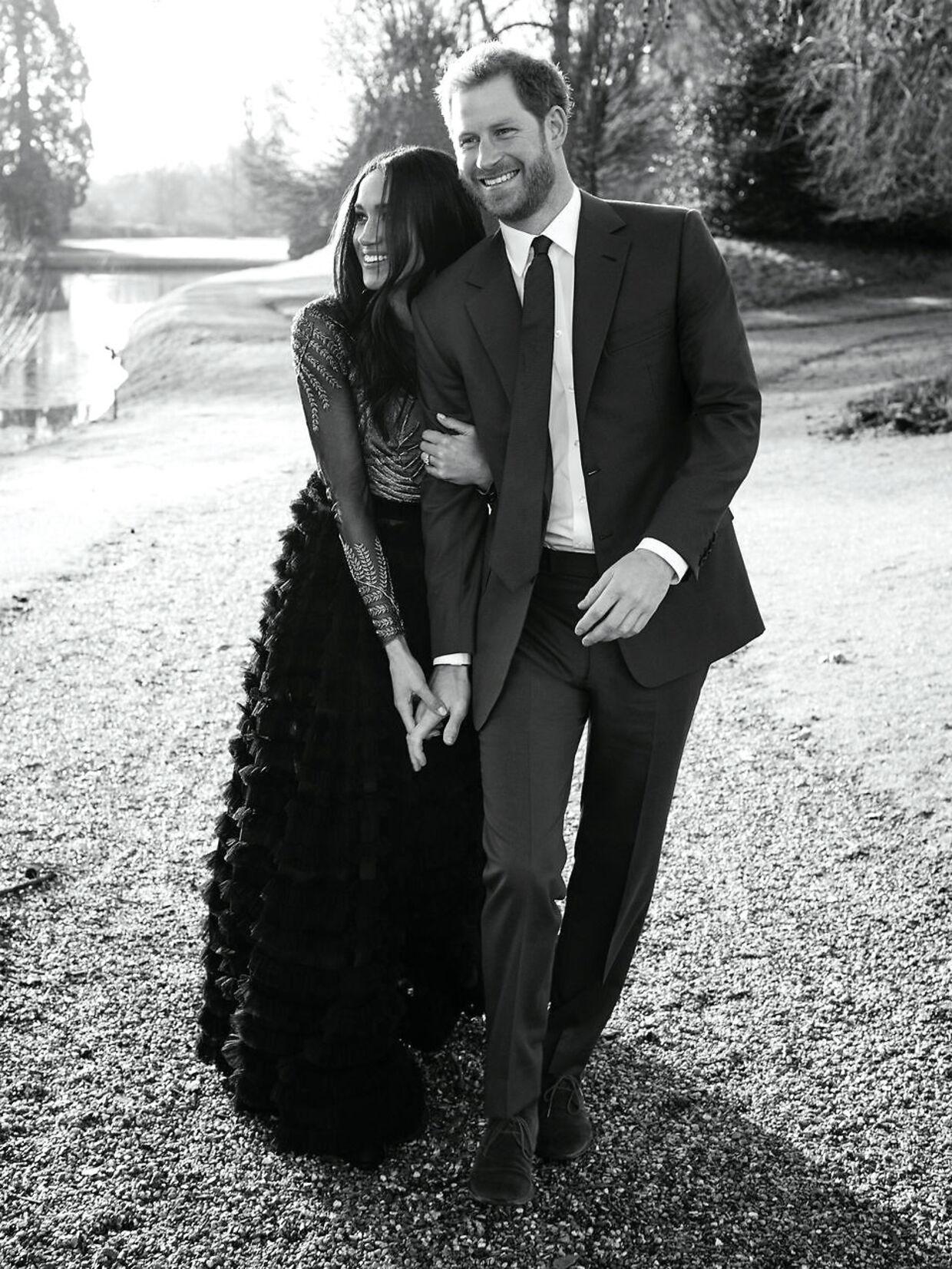 Officielle forlovelsesfotos udsendt af Kensington Palace.