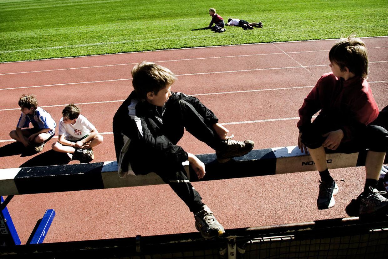 Skolebørn på Østerbro slapper af efter atletiktræningen. Foto: Scanpix