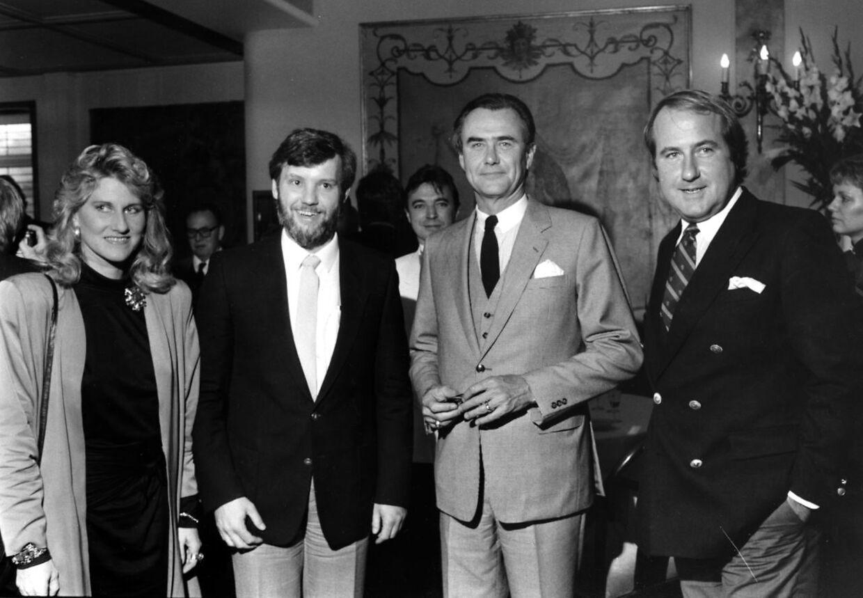 Arkivfoto. Margit og Erik Brandt sammen med prins Henrik og den tidligere borgmester i Fredensborg, Claus Hækkerup (S)