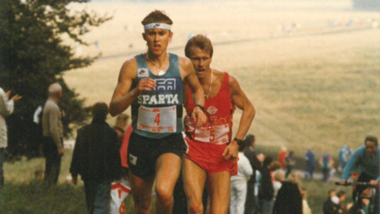 En duel i 1991 på den lille, stejle og ondskabsfulde bakke efter knap 12 kilometer i Eremitageløbet. Peder Troldborg har Peter Dall på slæb. De blev henholdsvis nr. 3 og 4.