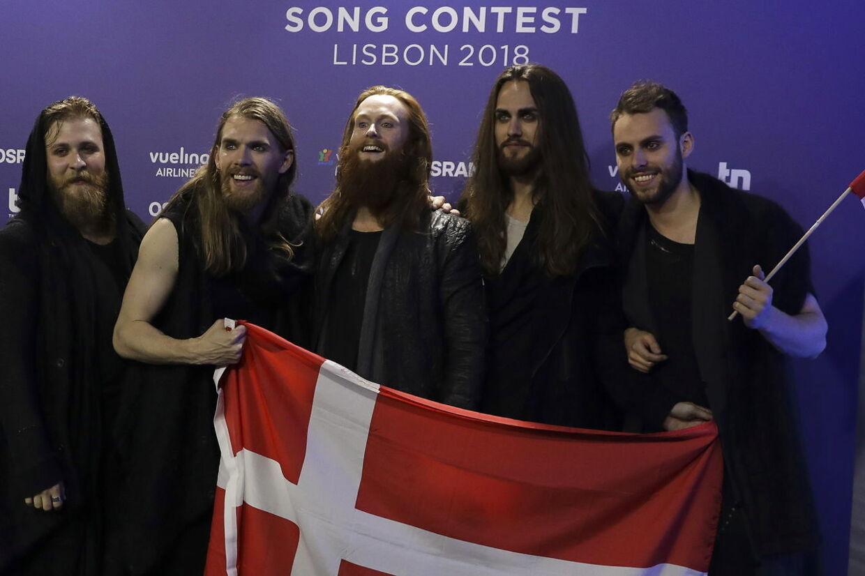 Her ses Rasmussen med sine fire korsangere, efter de gik videre til finalen.