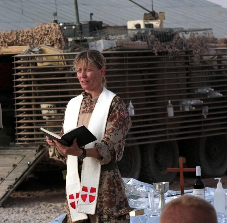 Ulla Thorbjørn har flere gange været udsendt til Afghanistan som feltpræst. Beslutningen om at skrive en bog om dødsbud blev taget, mens hun var udsendt for ISAF 14 i Camp Price.