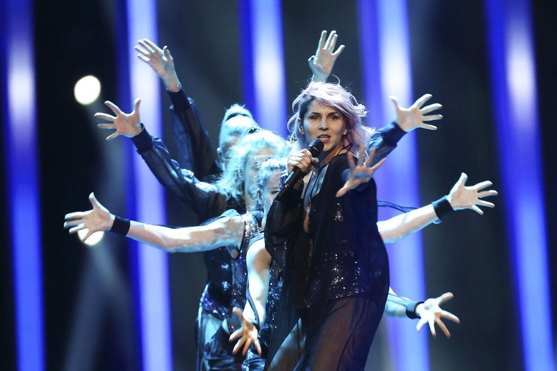 Slovenske Lea Sirk med sangen 'Hvala, ne!'.