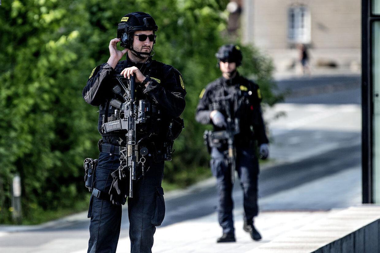 Terror-spærring og politi ved Langebro.