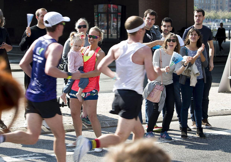 De små 9000 deltagere skal tilbagelægge lidt mere end 42, 195 km