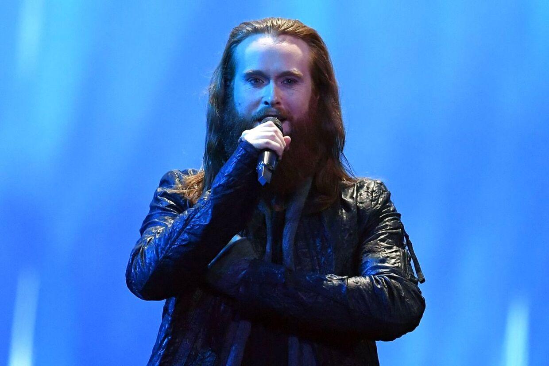 Jonas Flodager Rasmussen på scenen.