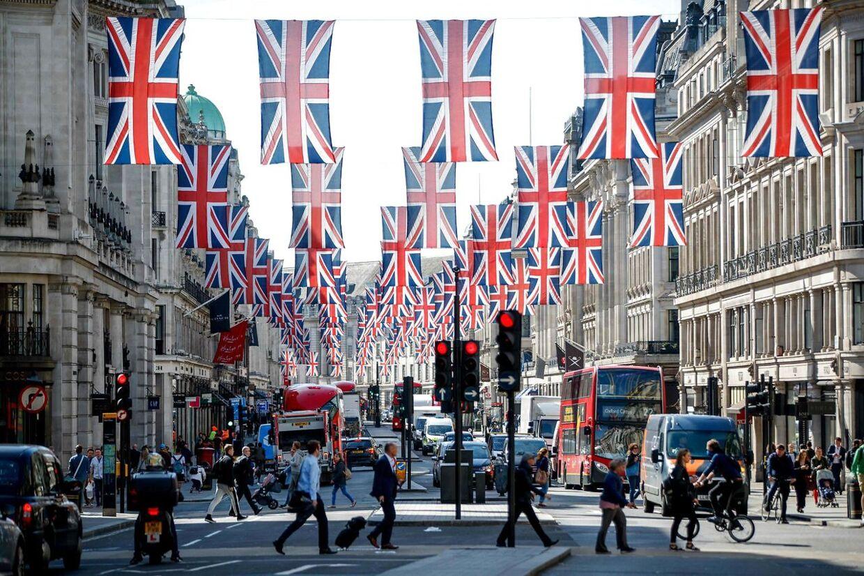 London er allerede klædt på til fest forud for weekendens store royale bryllup.