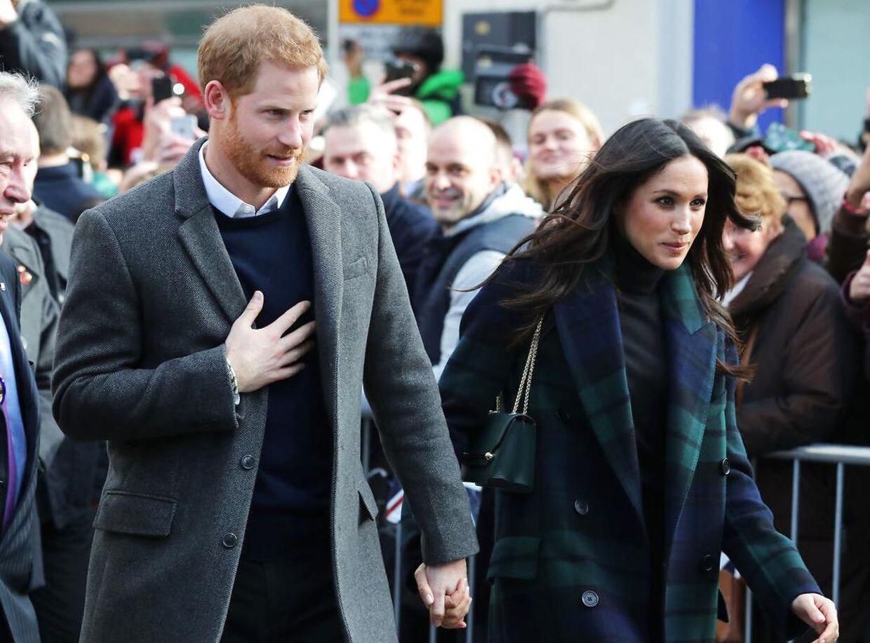 Meghan og Harry holder ofte i hånd.