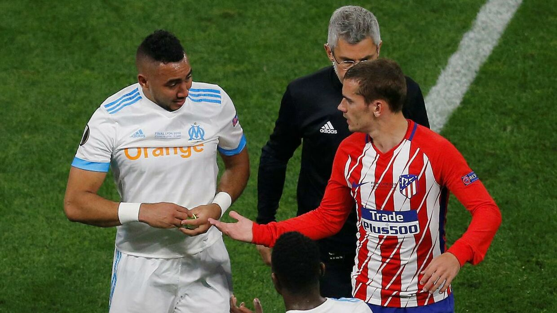 Dimitri Payet forlader banen i tårer, efter han pådrog sig en skade i Europa League-finalen.