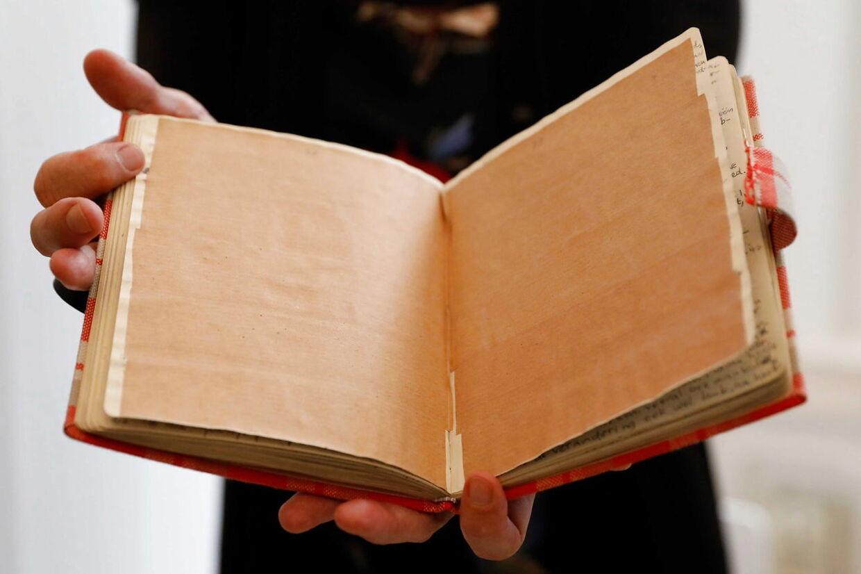 Sådan ser de hemmelige sider i Anne Franks dagbog ud.