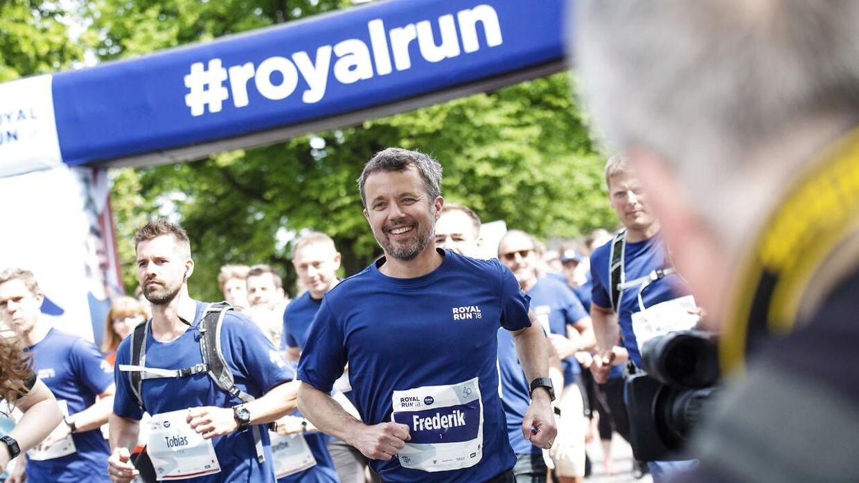 Hele fem løb skulle kronprins Frederik løbe under Royal Run, som er en hyldest i forbindelse med hans 50-års fødselsdag den 26. maj 2018. Her er han ude på ruten i Aarhus. (Foto: Bo Amstrup/Ritzau Scanpix)