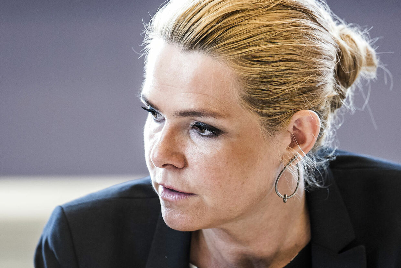 (ARKIV) Udlændinge- og integrationsminister Inger Støjberg (V) i åbent samråd om beslutningen undtagelsesfrit at adskille ægtepar på asylcentre, hvor den ene ægtefælle er under 18 år, i Folketingets Udlændinge- og Integrationsudvalg, fredag den 23. juni 2017.Strenge krav til statsborgerskab skyldes, at det er et privilegie, mener minister. Regeringen lægger op til større krav til borgeres økonomi og straffrihed. Det skriver Ritzau, onsdag den 16. maj 2018.. (Foto: Ida Marie Odgaard/Ritzau Scanpix)