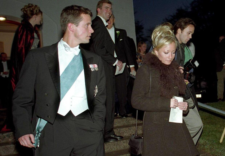 Kronprins Frederik og Maria Montell til bryllup med Christian Levin og Camilla Eugen-Olsen i 1997.