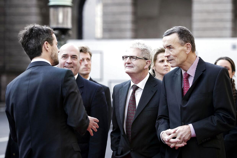 Kronprins Frederik taler med Søren Espersen, Holger K og Helge Adam Møller.