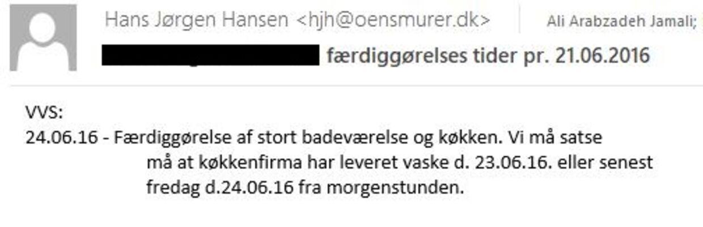 I mail sendt af byggeleder fra Øens Murerfirma Hans Jørgen Hansen 21. juni 2017 til underentreprenørerne fremgår det, at underentreprenørerne afventer levering af vaske. En opgave, Anna Mee Allerslev selv står for.