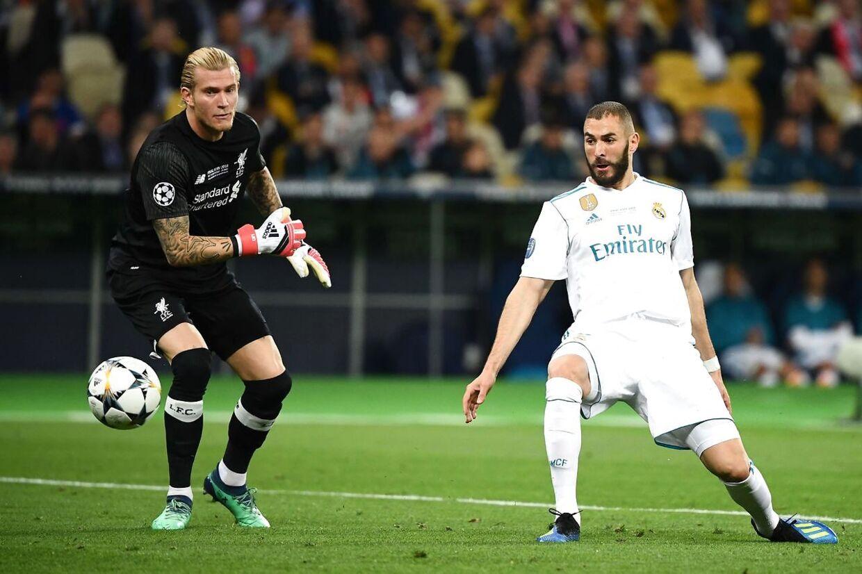 Her begyndte mareridtet for alvor for Loris Karius, da han kastede bolden lige ud på støvlen af Karim Benzema, som kunne bringe Real Madrid foran 1-0.