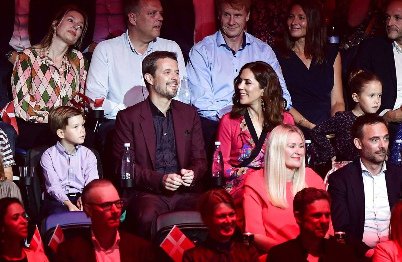 Prins Vincent, kronprins Frederik, kronprinsesse Mary og prinsesse Josephine sidder klar til at overvære DRs fødselsdagsshow 'Hele Danmark fejrer Kronprinsen' i Royal Arena i København, søndag den 27. maj 2018.. (Foto: Tariq Mikkel Khan/Ritzau Scanpix)