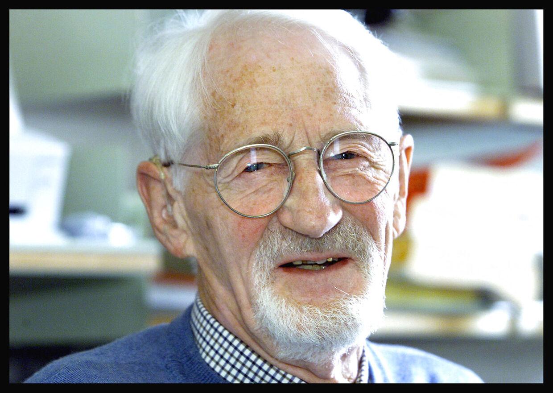 (ARKIV) Forsker og tidligere modtager af Nobelprisen, Jens Christian Skou, Århus Universitet. Fotograferet den 2. april 2002. Biomedicineren Jens Christian Skou er død i en alder af 99 år, oplyser Aarhus Universitet. Han er den seneste dansker, der har modtaget Nobelprisen.
