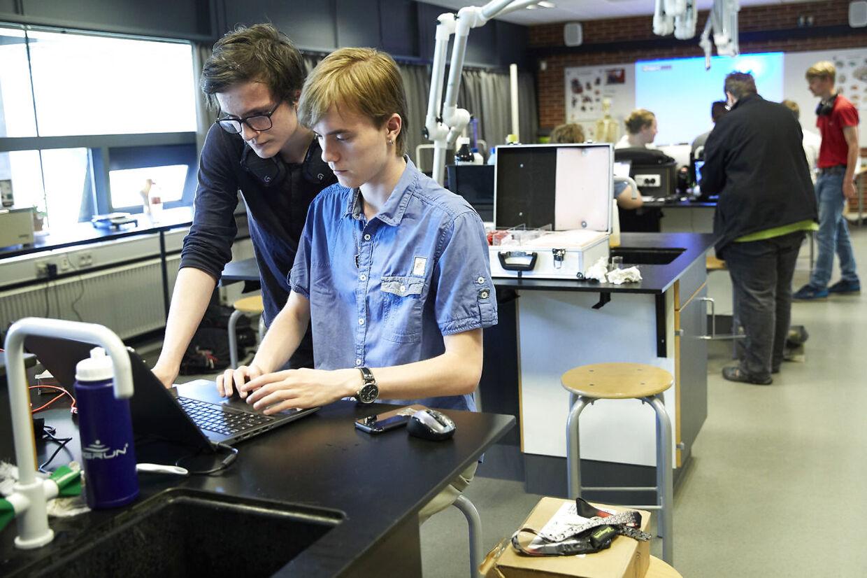 Selv i kemilokalet er det de RAM-tunge bærbare computere, som stjæler fokus.