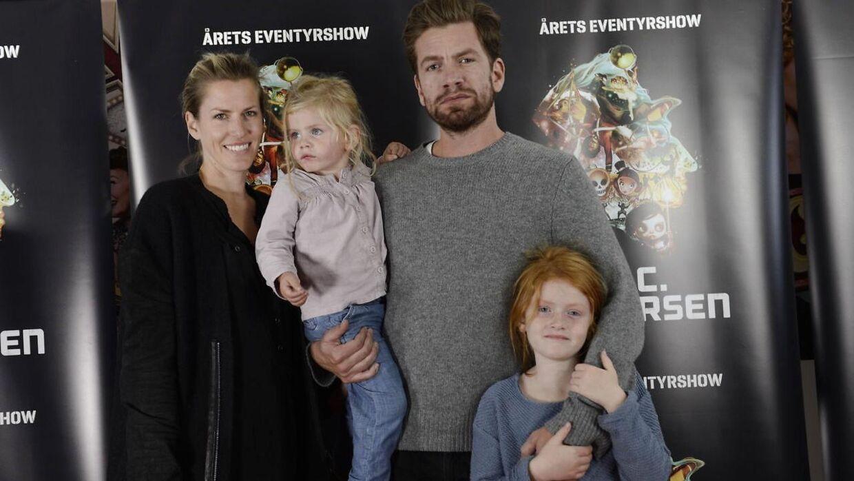 Her er Gerda Lie Kaas (til højre) i en noget yngre udgave på den røde løber til premieren på HC Andersen i Tivoli med familien.