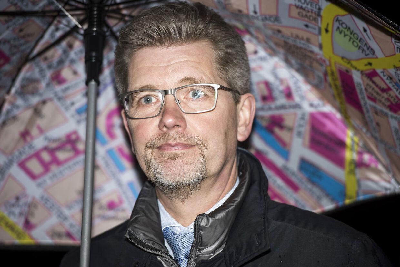 Københavns Kommune skal finde over 1,2 milliarder kroner for at genoprettet kommunes veje frem mod 2022. BT ville gerne have haft svar på, om overborgmester Frank Jensen (S) vil sætte sig i spidsen for at finde pengene ved de kommende budgetforhandlinger, men han henviser til Miljø- og Teknikforvaltningen.