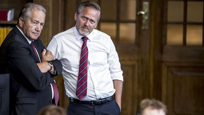 Leif Mikkelsen (LA) og Anders Samuelsen (LA) under Folketingets afslutningsdebat på Christiansborg. Aftenen før var Leif Mikkelsen hurtig, da han var med til at nedlægge en tyv i Nyhavn.