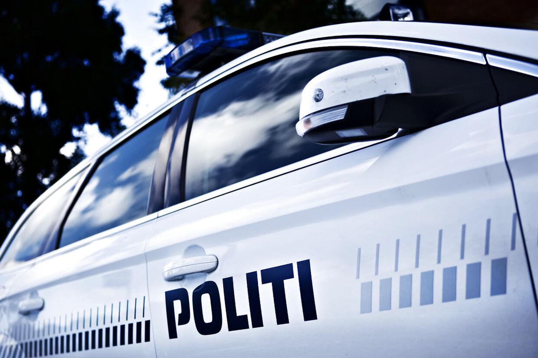 Den 26-årige kørte ifølge tiltalen 135 km/t, da han mistede kontrollen over bilen. Han var i forvejen frakendt kørekortet og påvirket af tre narkotiske stoffer. Arkivfoto.
