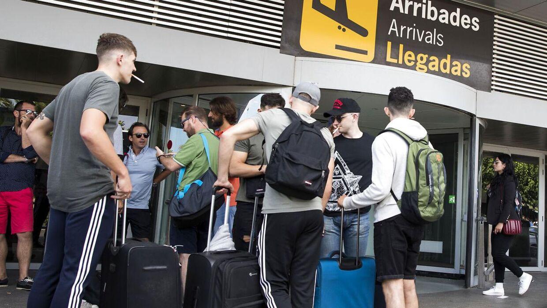 Arkiv. Allerede ved ankomsten til lufthavnen på Ibiza tilbydes unge turister stoffer.