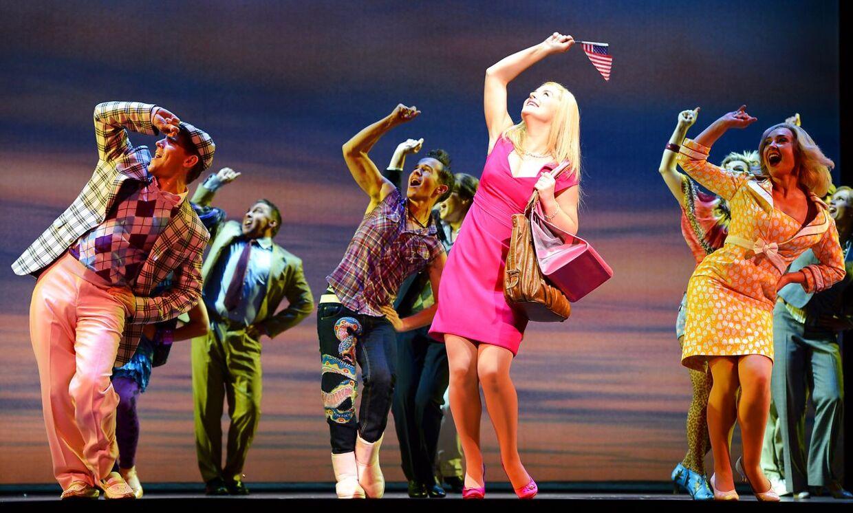 I 2007 blev Legally Blonde sat op som musical. Her ses Lucy Duracksom som Elle Woods i den australske udgave.