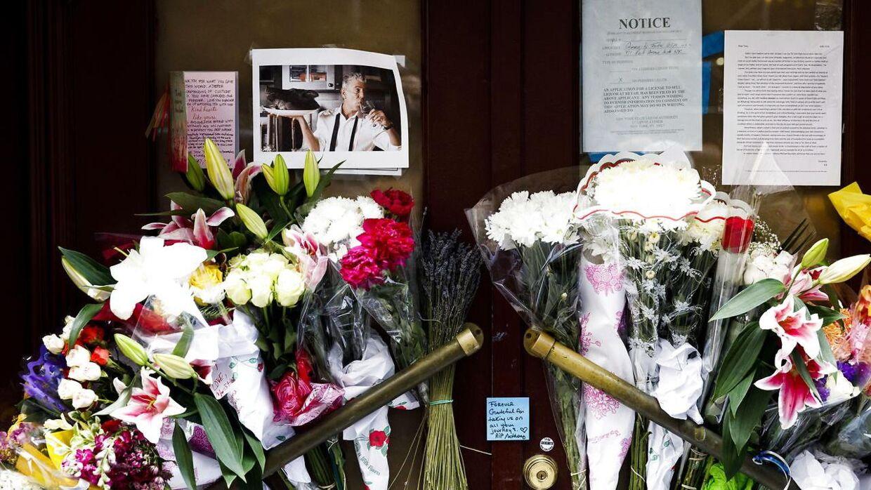 Anthony Bourdain mindes foran sin gamle restaurant i New York - Les Halles.